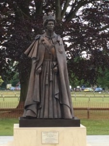 The newly unveiled statue of the Queen at Runnymede Pleasure Grounds